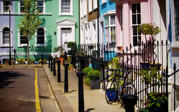 London, Chelsea  Hidden away just off busy Kings Road is Bywater Street, a small private road where the colourful facades of the houses ooze elegance and tranquillity ...  This is London !