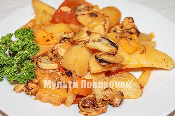 Тушеный картофель с мидиями и овощами