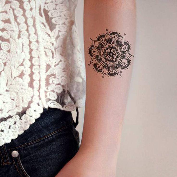 Les 25 meilleures id es de la cat gorie tatouages mandala sur pinterest tatouage mandala de - Tatouage mandala bras ...