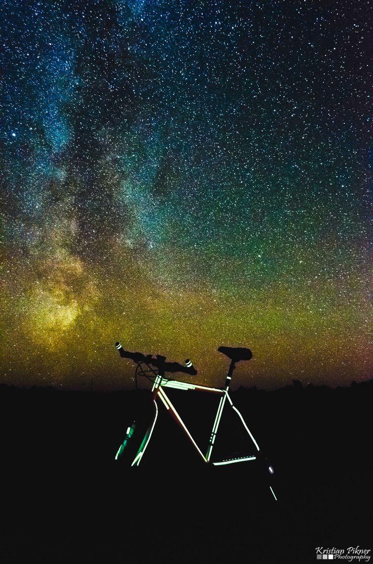 Milky way and glow in the dark bicycle - Linnutee ja Pimedas helendav jalgratas