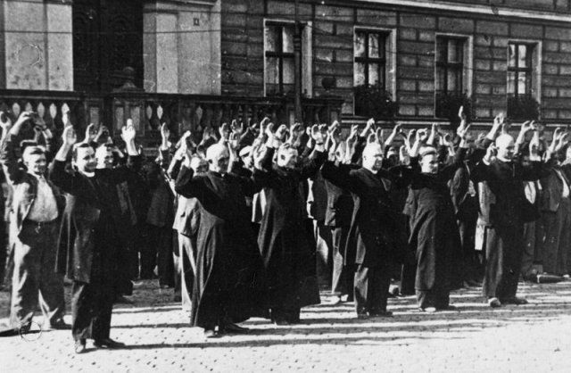 Public execution of Polish priests and civilians in Bydgoszcz's Old Market Square on 9 September 1939.