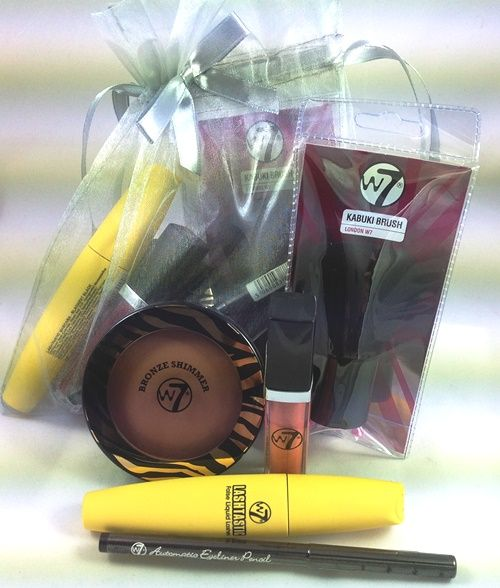W7 Cosmetic Gift Set - 5 products - W703 - In stock now at The Big Pout Cosmetics Company - £16.95 with fast, free delivery!