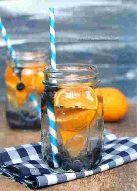 ein Cocktail aus Blaubeeren und Orangen – #von #Cocktail #einer # Blaubeere #O …   – detox