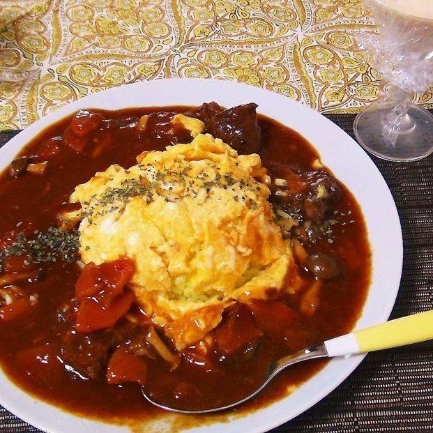 LOVE♡オムライス!炊飯器で時短レシピ集 - Locari(ロカリ) 余ったビーフシチューのリマイク品。これは嬉しい一品です。ハヤシライスでも