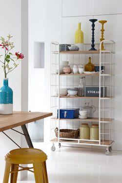 Met stoere elementen een kleurvolle sfeer creëren #hetkabinet #living #interieur #thuis #home