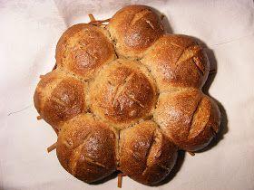 A búzadarás - tészta  sikerén felbuzdulva, kipróbáltam mi van ha a kenyérbe teszek grízt, gondoltam megér egy próbát. Kenyér helyett, zsö...