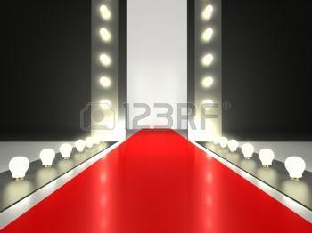 model+catwalk%3A+Lege+rode+loper%2C+mode+baan+verlicht+door+gloeiende+licht