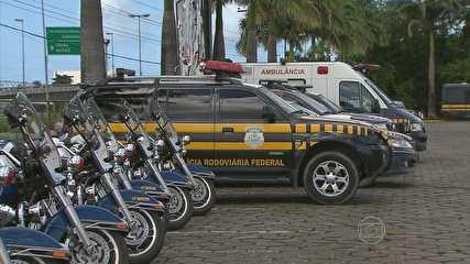 PRF terá 800 homens para garantir segurança no entorno da Arena PE Efetivo está recebendo treinamento para a Copa das Confederações. Cinturão de segurança vai reforçar acesso à Região Metropolitana do Recife. Cerca de 800 policiais rodoviários federais vão trabalhar em Pernambuco durante a Copa das Confederações. O esquema de segurança, que foi divulgado nesta quinta-feira (06), vai contar com 300 carros e ..... 06/06/2013 20h17 - Atualizado em 06/06/2013 20h17 (Leia [+] clicando na imagem)