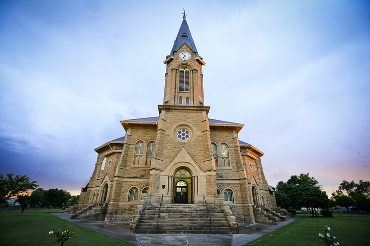 Warden has one of the largest Dutch Reformed Churches in South Africa, with seating for 1 750 people.