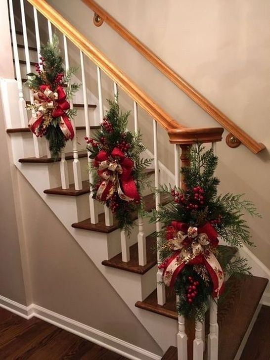 Adorable Stair Railing Decoration Ideas For Christmas 16 ...