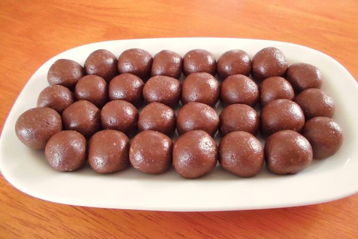 Recept na Jednoduché slunečnicové bonbóny z kategorie snadno a rychle, pro začátečníky, vegetariánské, bezlepkové, paleo:  150 g loupaných slunečnic...