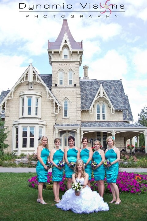 A beautiful bridal party in front of the beautiful Elm Hurst mansion.