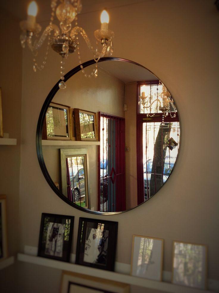 Espejos redondos y en todas las variantes en metal color blanco, negro y cobreado, en acero inoxidables y niquelados.  #Espejosmetal #EspejosNiquelados #Espejosaceroinoxidable