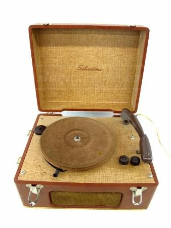 Vintage Silvertone Record Player | Put the needle on the ...