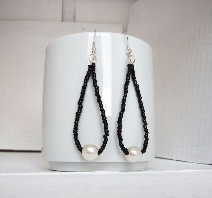 orecchini a goccia con rocailles nere e perla / earrings : Orecchini di elenalucc