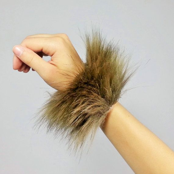 ❤One pair of super-soft fluffy wrist bands. The perfect addition to any costume! Great for Raves, Halloween, and Cosplay! ★One size fits most. Feel