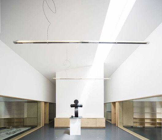 Edificio de Oficinas y Almacén Industrial Adémia,© Nelson Garrido