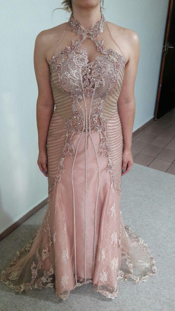 3d823068d Vestido de festa em rosa envelhecido todo bordado Lia Rabello – Empório Lulu