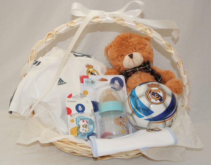 Nuestra cesta más merengue, con la camiseta de la equipación del Real Madrid y…