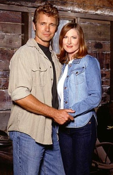John Schneider as Jonathan Kent and Annette O'Toole as Martha Kent on Smallville pic - Smallville picture #18 of 89
