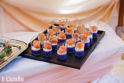 Salmone marinato al sale rosa e zucchero di canna su purè di patate viola e spuma di caprino