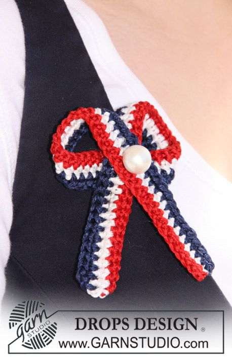 "Crochet DROPS 4th of July bow in ""Cotton Viscose"" with decorative pearl. ~ DROPS Design"