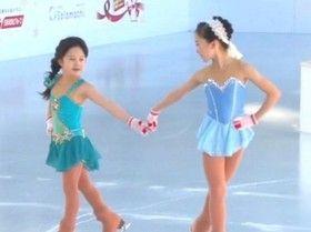You are gonna love this cute sister♡ 本田望結がイベントで、妹の紗来と華麗なスケーティングを披露。曲目は「アナと雪の女王」の「雪だるまつくろう」。愛くるしい10歳のエルサと7歳のアナ。ジャンプやスピン、曲に合わせた表現力も見事です。