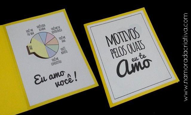 Oii gente! Hoje trouxe esse cartãozinho para quem ama pizza e tem um namorado(a) que sempre dá um jeitinho de agradar com essa delícia! Trata-se de um gráfico com alguns motivos pelos quais você o(a) ama e, o último deles, é porque te traz pizza. Vem ver? Primeiro, baixe o molde: Molde Para Ela Molde em Branco IMPRIMIR OS MOLDES EM PAPEL DE MAIOR GRAMATURA (usei Canson de desenho, de 160g/m²) Você vai precisar de: Comece recortando todos os moldes: Dobre ao meio o papel colorido de 13,5 x…