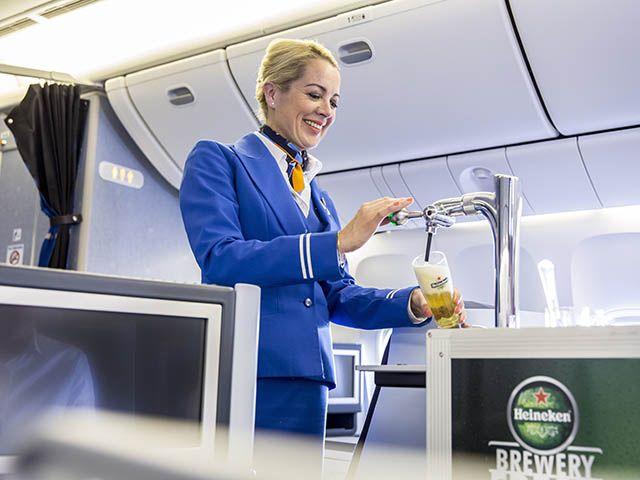 KLM sert de la bière pression en vol (vidéo)