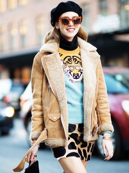 Bloggerin Chiara Ferragni mit süßer Baskenmütze und viel Animalprint.
