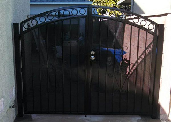 Image Result For Wrought Iron Double Gate With Privacy Screen Iron Fence Wrought Iron Fences Iron Entry Doors