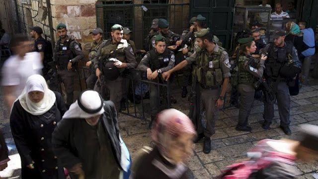 """Polisi Israel masih tahan penjaga al-Aqsa  Ilustrasi (Al Jazeera)  Penahanan yang dilakukan Israel terhadap pekerja Palestina di kompleks al-Aqsa """"tidak dapat diterima"""" menurut Grand Mufti Yerusalem. Menurutnya polisi Israel berusaha mengubah status quo di situs suci. """"Saya percaya polisi Israel mencoba mengintimidasi para penjaga al-Aqsa dan mencegah mereka melakukan tugas"""" ujar Mufti Muhammad Hussein. Polisi Israel menahan beberapa penjaga kompleks Masjid al-Aqsa di Yerusalem Timur awal…"""