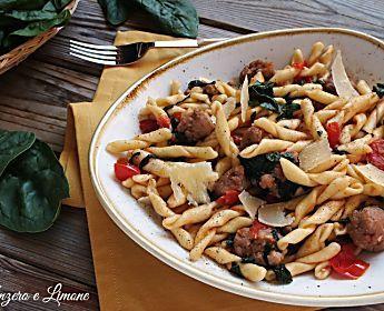 Strozzapreti con salsiccia e spinaci