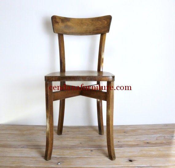 Kursi Cafe Jati Kaki Silang terbuat dari material kayu jati yang kami sempurnakan dengan finishing kecoklatan yang simple dan modrn.