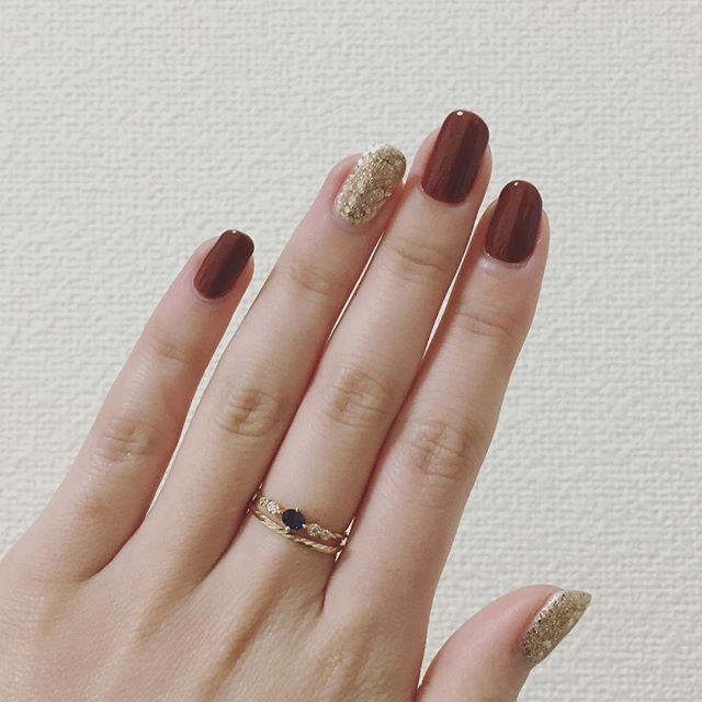 単色でシンプルだけど、 赤みのある茶色がめっちゃストライク . nail ジェルネイル セルフネイル ウィークリージェル HOMEI  オンラインストア限定 sacredtree
