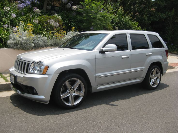2006 Jeep Grand Cherokee SRT8 photo - 3