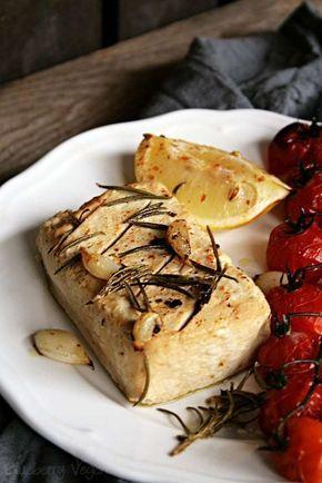 Ich bin ja der festen Meinung, dass Tofu eines der wunderbarsten, veganen Lebensmittel ist. Reich an Eiweiß und wunderbar wandelbar. Wer keinen Tofu mag, der bereitet ihn nicht richtig zu. So!