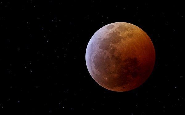 Licząc od Słońca, Mars jest czwartą planetą Układu Słonecznego, a zarazem ostatnią planetą ziemską.