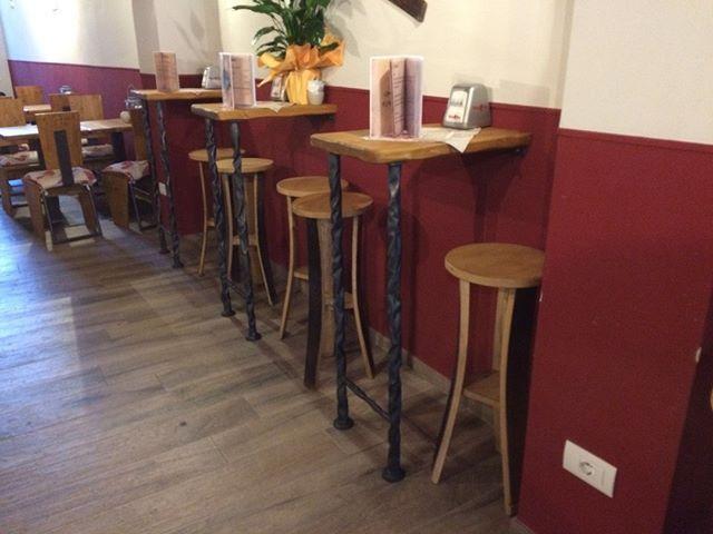 Sgabelli E Tavoli Alti Per Bar.Sgabelli Alti Per Tavoli E Mensole Bar A Parete Per Info