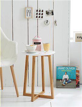 Beistelltisch Kleiner, süßer Beistelltisch mit einer glatt lackierten runden Tischplatte.