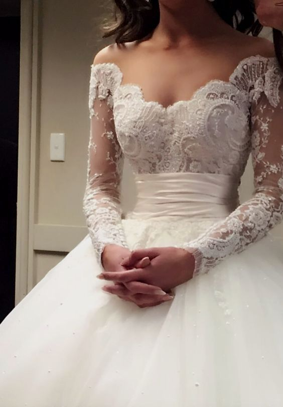 Elegant wedding dress. Disregard the future husband, for the moment let us concentrate on the bride-to-be who thinks about the wedding ceremony as the best day of her lifetime. With that simple fact, then it is certain that the wedding outfit really needs to be the best. #simpleweddingdress