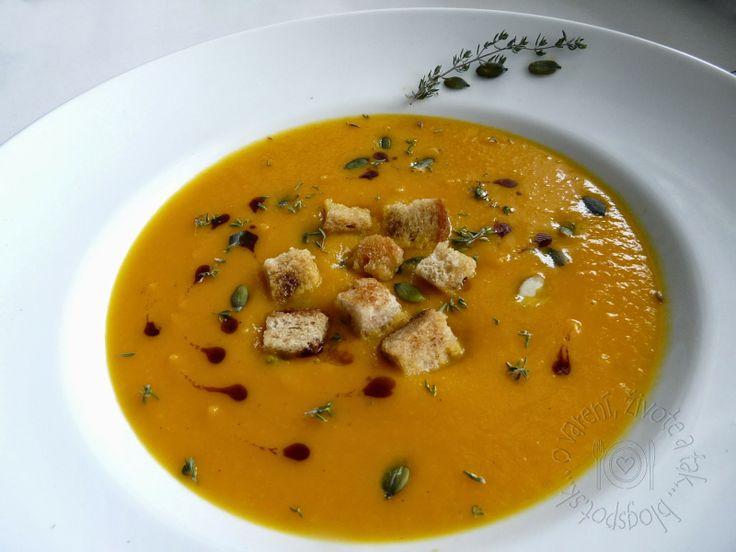 O varení, živote a tak...: Ako sme s Agátkou varili polievku z tekvice.