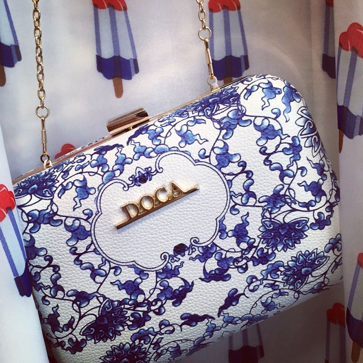 CLUTCH BLUE WHITE PRINT DOCA