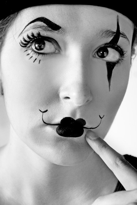 Love this face! Would be a great carnivale face painting.