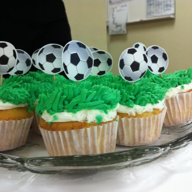 Vanilla cupcakes filled with mango cream