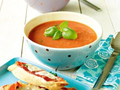 Kall tomatsoppa med skink- och ostbaguette Receptbild - Allt om Mat