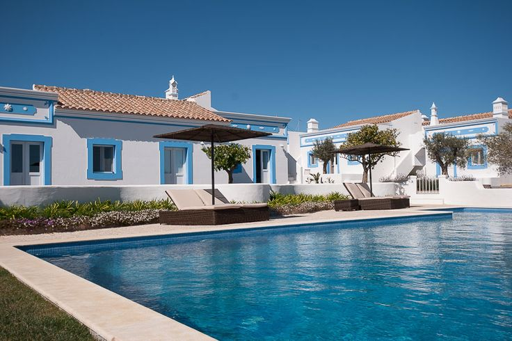 Oriole House overlooks the large swimming pool of Casa Flor de Sal