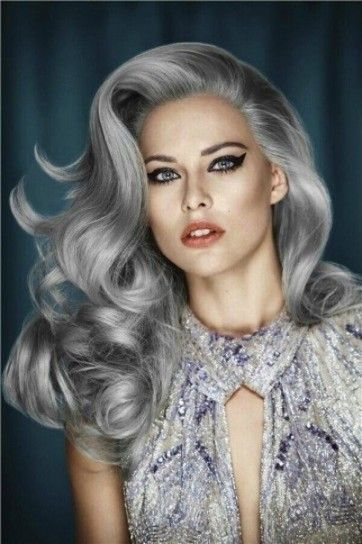 young looking stylish silver hair | Capelli grigi Estate 2015 (Foto)