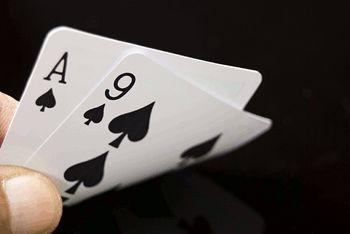 Jak rozgrywać najwyższe pary? Czytaj więcej:  ♠♠♠ www.poker24.pl