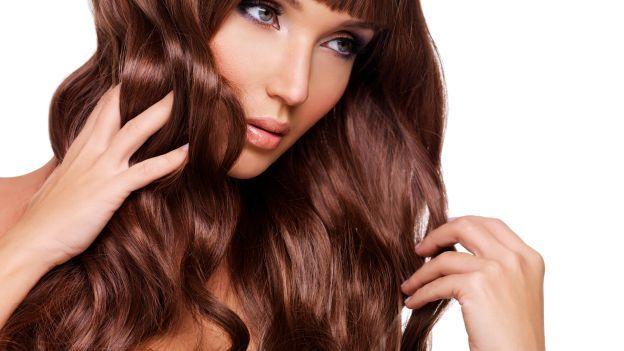 Come far crescere i capelli più velocemente......Esiste un modo per dare un'accelerata ai nostri capelli e farli crescere più velocemente?  Extension a parte, possiamo ricorrere ad alcuni stratagemmi per fare in modo che una chioma un po' spenta e indebolita riacquisti forza e vigore e torni a splendere più lunga e folta che mai. Prima di tutto dobbiamo sempre ricordare che la salute dei nostri capelli dipende anche dal benessere del nostro organismo e quindi una dieta equilibrata,sana e un…